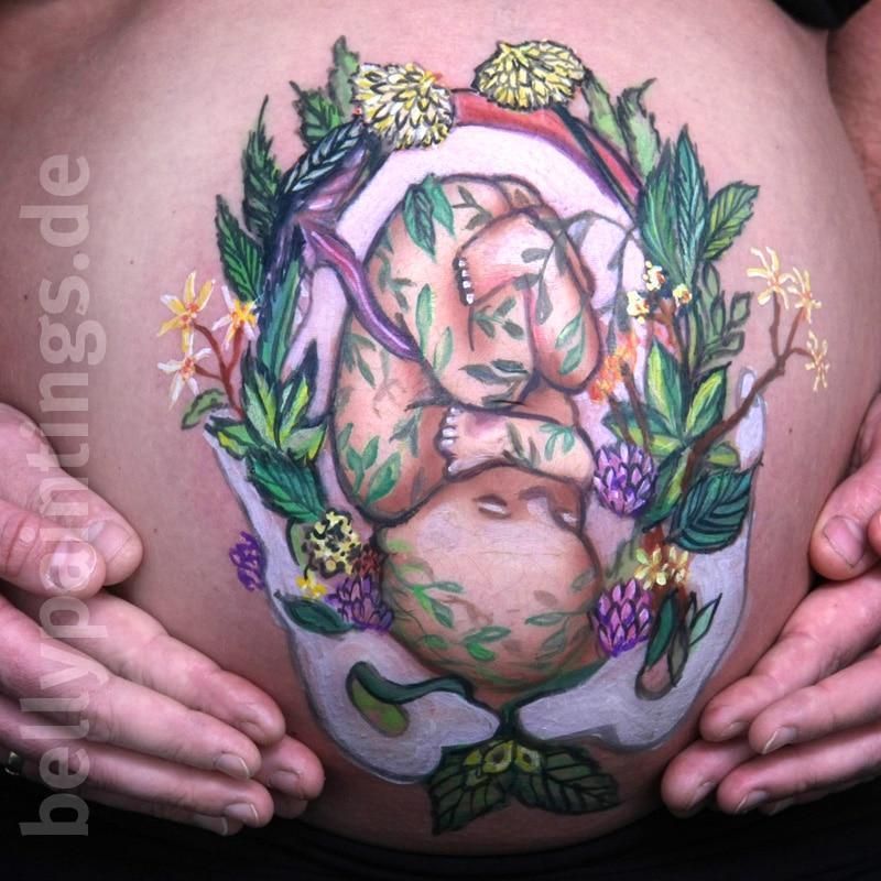 Bauchbemalung Baby in Blumen