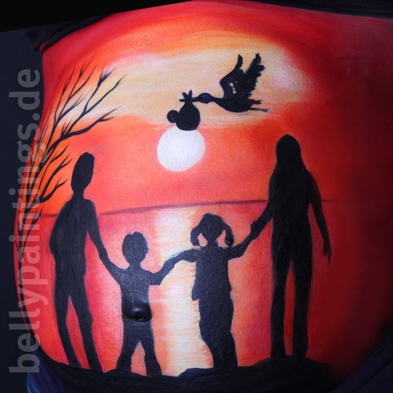 Bellypaint Familie vor Sonnenuntergang