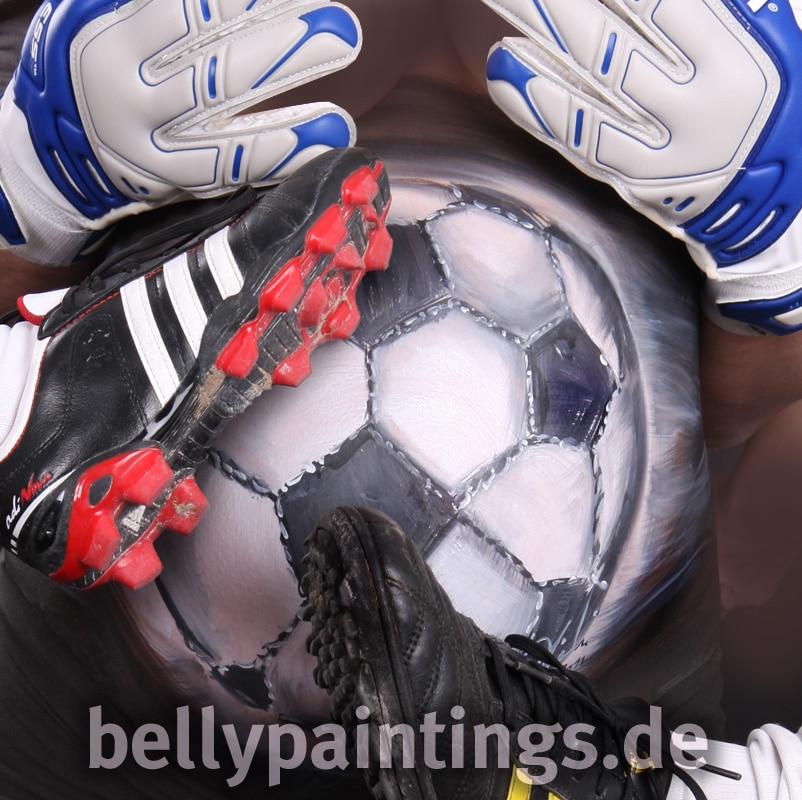Babybauch als Fussball bemalt Bellypainting Bodypainting Schwangerschaft Babybauchbemalung Fussball Fußballteam Babybauch bemalen