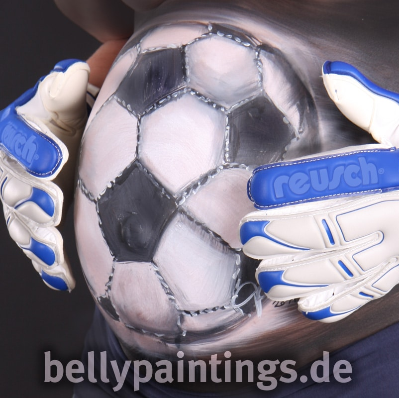 Babybauch als Fussball bemalt Bellypainting Bodypainting Schwangerschaft Babybauchbemalung Fussball Torwart Babybauch bemalen