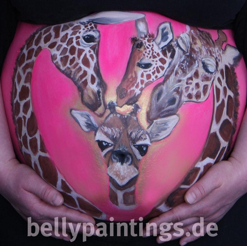 Bauchbemalung als Familienkunstwerk Giraffen Familie Bellypainting Bodypainting