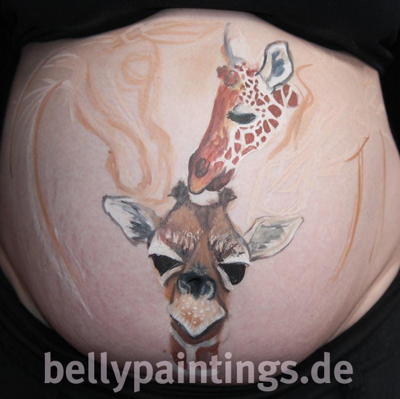 Bauchbemalung als Familienkunstwerk Giraffen Entstehung Familie Bellypainting Bodypainting