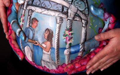 Einzigartige Babybauch-Bemalungen aus Hochzeitsreise-Erinnerungen